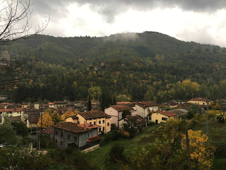 Casa Nini is located on a hillside above the town of Strada in Casentino, Tuscany.
